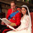 Le prince William et Kate Middleton échangent leurs voeux dans l'abbaye de Westminster à Londres le 29 avril 2011