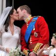 Le baiser de la Princesse Catherine et du Prince William à Buckingham Palace le 29 avril 2011