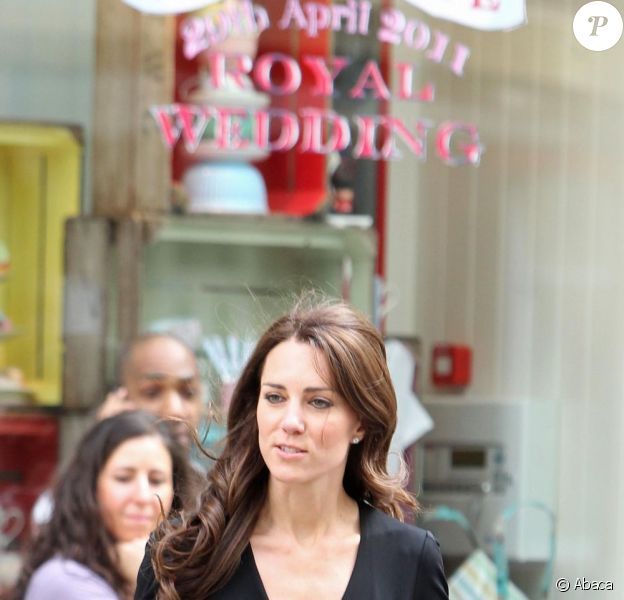 Kate Middleton à quelques jours de son mariage à Londres lors d'une séance shopping