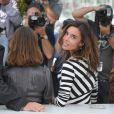 Elodie Bouchez, ravissante, lors du photocall du jury de la section Un Certain Regard au festival de Cannes le 12 mai 2011