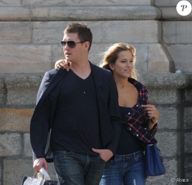Michael Bublé et sa femme Luisana font du shopping à Milan le 26 avril 2011