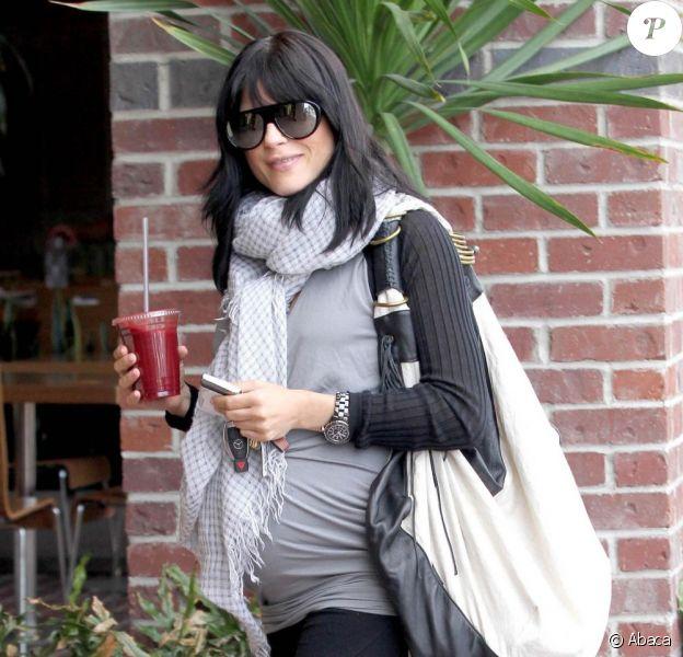 Selma Blair se promène dans Studio City à Los Angeles pour une petite séance de shopping le 13 mai 2011