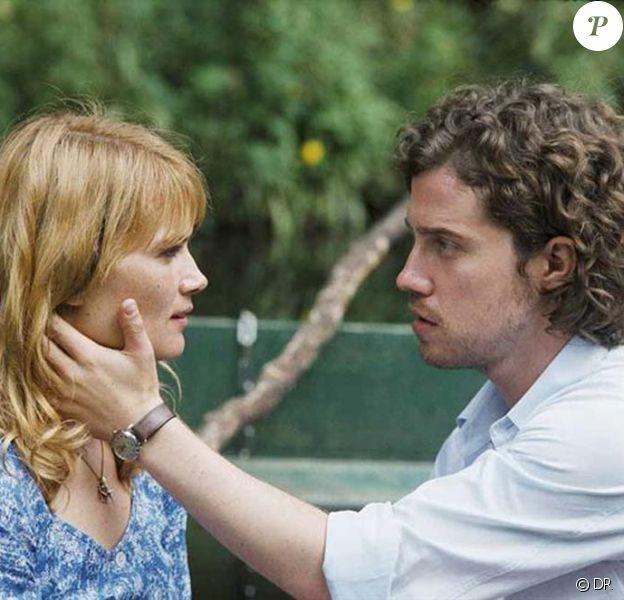 Julien Doré et Marina Hands dans le film de Pascal Thomas, Ensemble, nous allons vivre une très, très grande histoire d'amour... sorti en avril 2010.