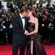 le séduisant Brad Pitt et la sublime Angelina Jolie lors de la montée des marches de  The Tree of Life , dans le cadre du 64e Festival de Cannes, le 16 mai 2011.