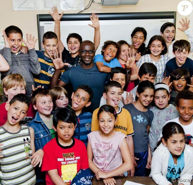 Lilian Thuram était en campagne contre le racisme dans une école de Bruxelles, le 25 mai 2011. Lors de son séjour, il aurait été victime de propos racistes dans un restaurant étoilé de la ville !