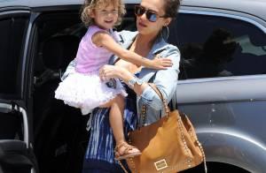 Jessica Alba : L'adorable Honor ne quitte pas une seconde sa maman enceinte !