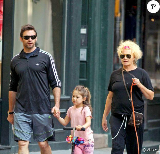 Hugh Jackman, avec sa femme Deborra-Lee Furness et leur fille Ava, à New York le 31 mai 2011