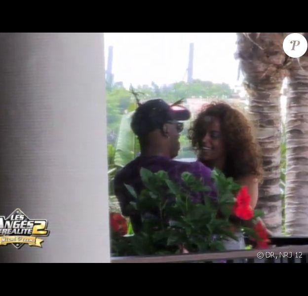 Coolio et Monia sur le point de s'embrasser dans les Anges de la télé réalité : Miami Dreams, le vendredi 3 juin 2011 sur NRJ 12.