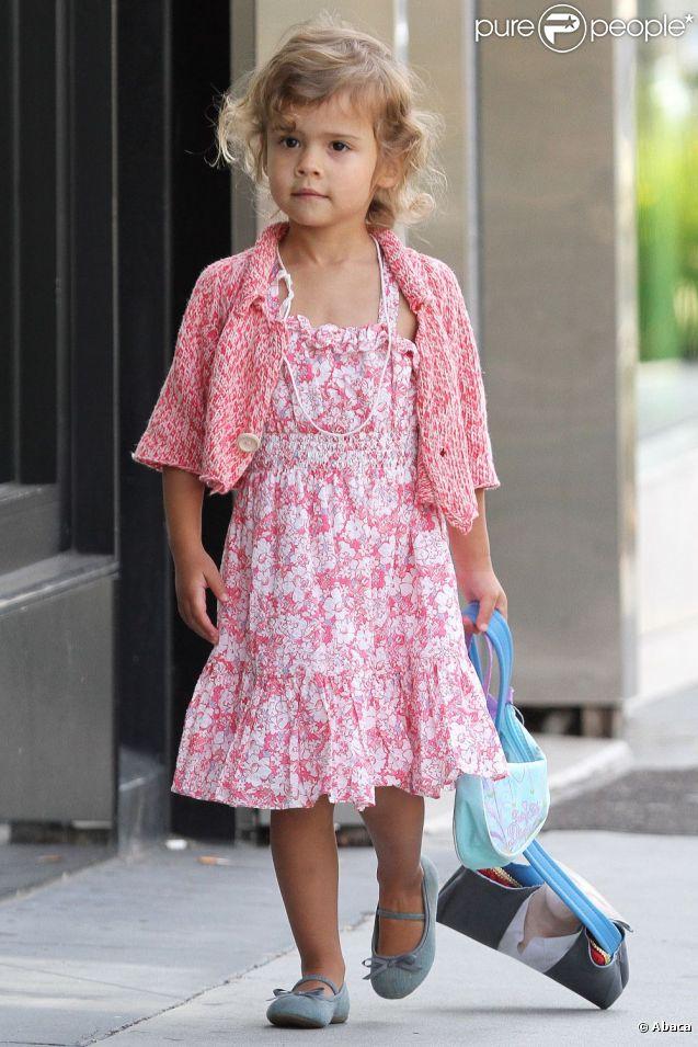 Honor est devenue une vraie petite fille reine de l'accessoire et des tenues colorées. Fin mai 2011