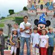 Rafael Nadal se rend à Disneyland Paris, lundi 6 juin, au lendemain de sa victoire sur Roger Federer en finale de Roland-Garros.