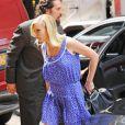 Kirsten Dunst apporte un délicieux vent d'été dans les rues de New York avec sa ravissante robe courte bleue et blanche. Le 8 juin 2011