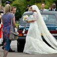 Lily Allen lors de son mariage avec Sam Cooper, le 11 juin 2011, parfaite dans une robe Chanel