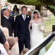 Lily Allen et Sam Cooper quittent l'église St James après leur mariage à Cranham le 11 juin 2011