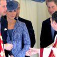 Kate Middleton et le prince William quittent la chapelle Saint George le 12 juin 2011 à Windsor pour le 90e anniversaire du duc d'Edimbourg