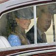 quitte la chapelle Saint George le 12 juin 2011 à Windsor pour le 90e anniversaire du duc d'Edimbourg