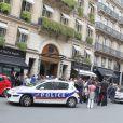 Lady Gaga quitte son hôtel parisien, lundi 13 juin 2011 dans l'après-midi.