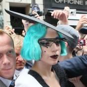 Lady Gaga : Emeute à la sortie de son hôtel à Paris... à cause de son décolleté ?