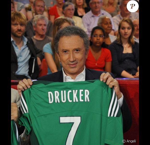 Michel Drucker dans l'émission Vivement Dimanche en juin 2011
