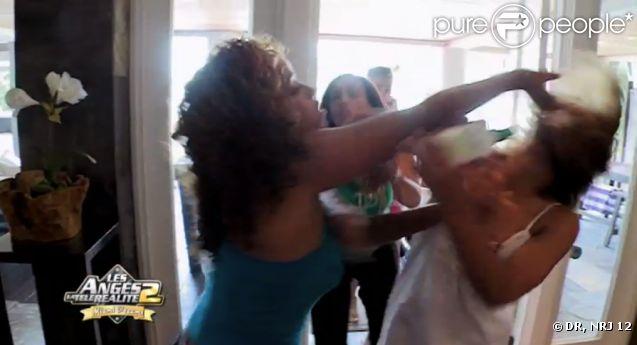 Monia et Daniela se battent dans les anges de la télé-réalité 2 : Miami Dreams, le jeudi 16 juin 2011, sur NRJ 12.