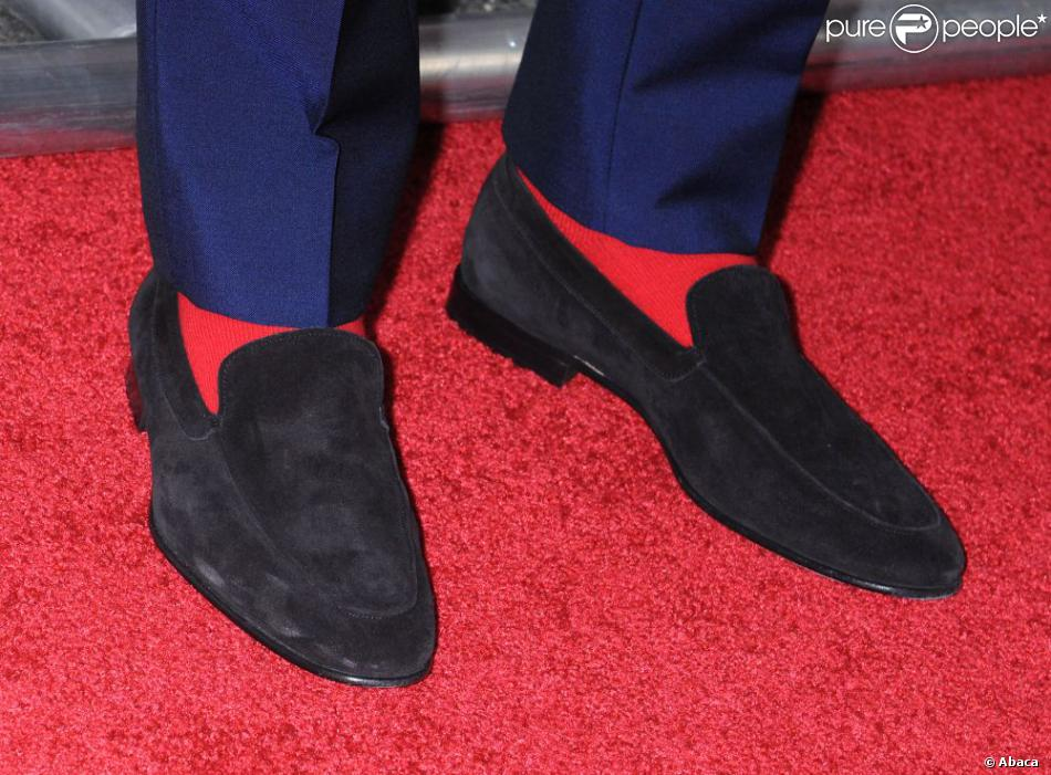 c54e9d2542b Les chaussettes rouges de Ryan Gosling à la projection du film Drive  pendant le Festival du film de Los Angeles
