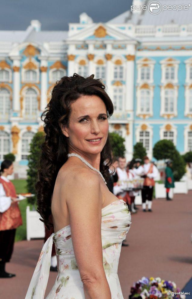 Andie MacDowell lors de l'événement Montblanc et les Nuits Blanches de Saint-Petersbourg en Russie les 17 et 18 juin 2011
