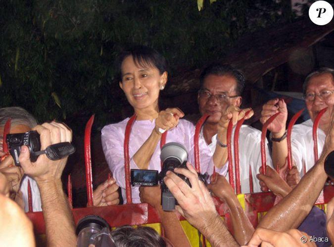 aung san suu kyi figure de l 39 opposition la junte birmane et prix nobel de la paix le jour de. Black Bedroom Furniture Sets. Home Design Ideas