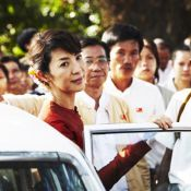Michelle Yeoh : La Lady de Luc Besson expulsée de Birmanie !
