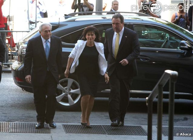Dominique Strauss-Kahn et Anne Sinclair arrivent au tribunal de Manhattan, à New York, le 1er juillet 2011.