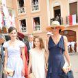 Inès de la Fressange accompagnée de ses filles Nine et Violette arrivent dans la cour d'honneur du Palais princier où se déroule la cérémonie de mariage du Prince Albert avec Charlene Wittstock, le 2 juillet 2011 à Monaco