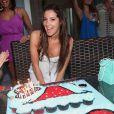 Ashley Tisdale fête dignement son 26ème anniversaire en compagnie de ses amis et notamment de Zac Efron avec lequel elle est très proche ! Le 2 juillet à Malibu.