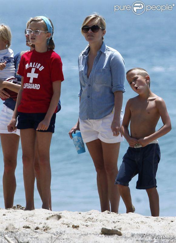 Ava et Deacon, les enfants de Reese Witherspoon, sont les portraits crachés de l'actrice. Malibu, 4 juillet 2011