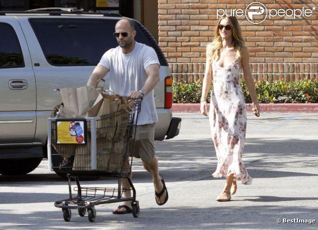 Rosie Huntington-Whiteley et Jason Statham font des courses le 4 juillet 2011 à Malibu