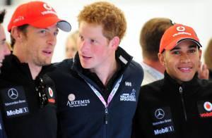 Le prince Harry pleins gaz avec Jenson Button : ça parle girlfriends ?