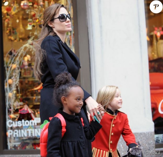 Angelina Jolie et ses filles Zahara et Shiloh en décembre 2010