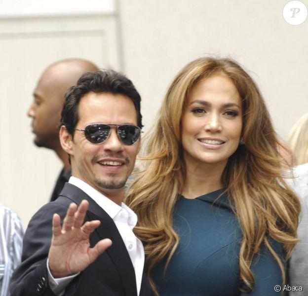 Le 23 mai 2011 lors de l'inauguration de l'étoile de Simon Fuller sur le Hollywood walk of fame. Jennifer Lopez et Marc Anthony ont annoncé le 15 juillet 2011 qu'ils divorçaient, après sept ans de mariage. Jusqu'en juin et leur dernière apparition officielle en couple, ils présentaient pourtant le visage d'un couple toujorus aussi épris lors des derniers mois de leur mariage...