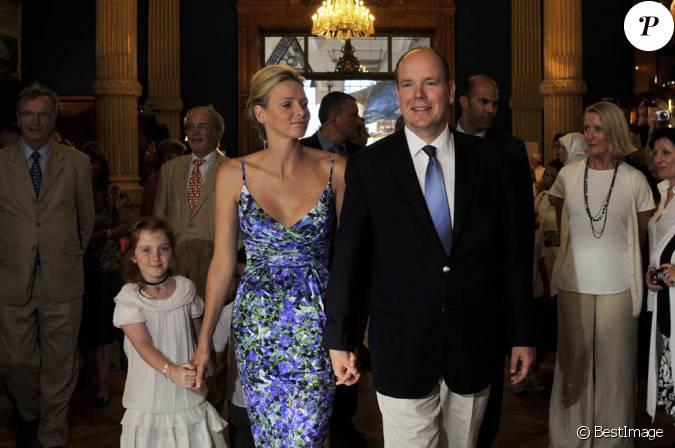 le prince albert et la princesse charlene de monaco consacraient jeudi 21 juillet leur premi re. Black Bedroom Furniture Sets. Home Design Ideas