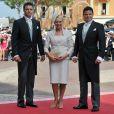 Face aux rumeurs qui assaillent le mariage de sa soeur la princesse Charlene, son frère Sean Wittstock (à dr., avec son frère Gareth et leur mère, le 2 juillet 2011 à Monaco) est à son tour monté au créneau pour la défendre.