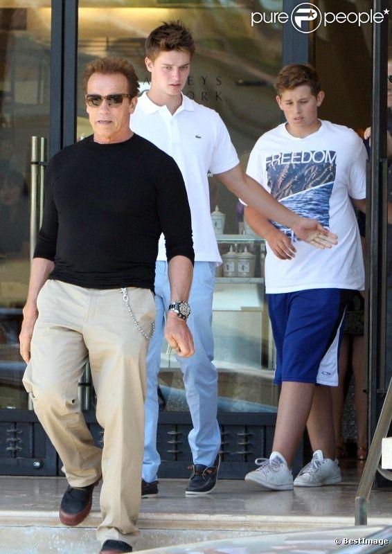 Le 30 juillet 2011, Arnold Schwarzenegger a fêté son 64e anniversaire : il a notamment déjeuné avec ses fils Patrick et Christopher.