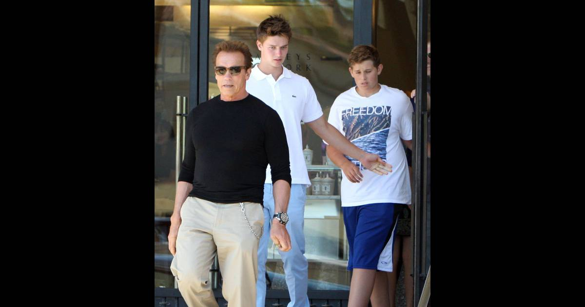 arnold schwarzenegger f te ses 64 ans avec ses fils lors d 39 une journ e charg e purepeople. Black Bedroom Furniture Sets. Home Design Ideas