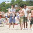 Les membres du groupe The Wanted, sur le lieu de tournage du clip de  Glad you came , à Ibiza, le 9 juin 2011.