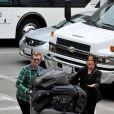 Simon Baker et toute sa famille à l'aéroport de Los Angeles, le 24 juillet 2011.