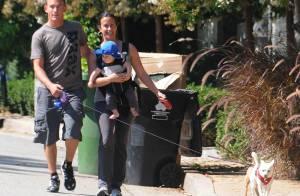 Alanis Morissette épanouie avec son mari et leur bébé, Ever