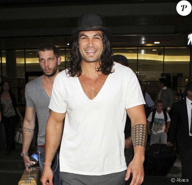 Jason Momoa à l'aéroport de Los Angeles, le 10 août 2011.