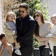 Angelina Jolie et Brad Pitt avec leurs enfants Pax, et les jumeaux Knox et Leon à la Nouvelle-Orléans en mars 2011