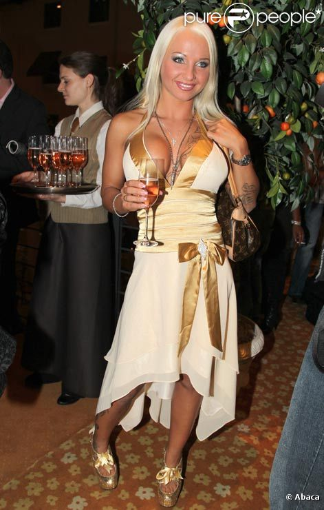 Sexy Cora, alias Carolin Wosnitza, en octobre 2010.