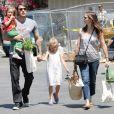 Jennifer Garner, Ben Affleck et toute leur petite famille. À Los Angeles, en juillet 2011