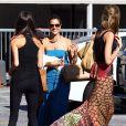 Alessandra Ambrosio dans les rues de Los Angeles avec une tenue des plus estivales le 25 août 2011