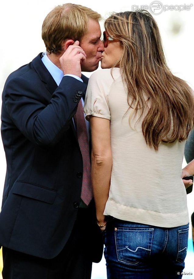 Liz Hurley et son chéri Shane Warne le 13 août 2011 à Birmingham