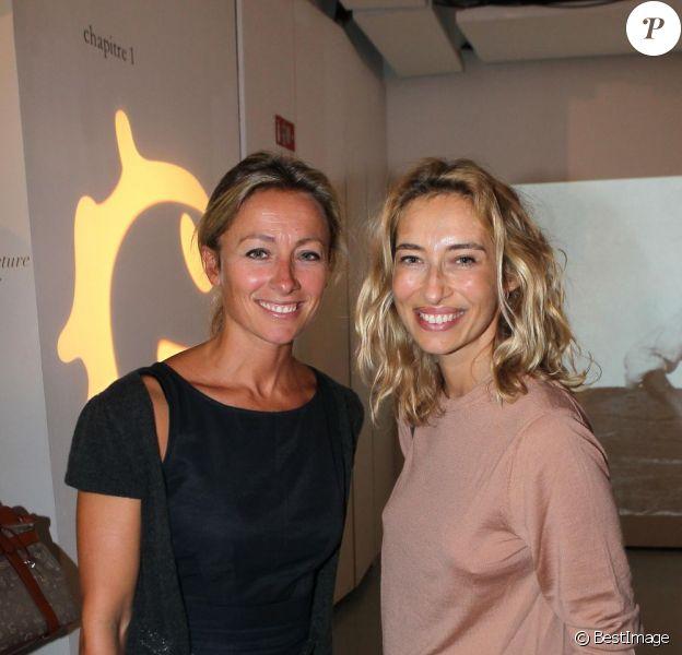 Anne-Sophie Lapix et Alexandra Golovanoff lors de l'exposition L'art, l'amour, la mode. Le 1er septembre  2011