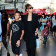 Rihanna se promène avec son petit frère Rajad Fenty à Los Angeles le 3 septembre 2011